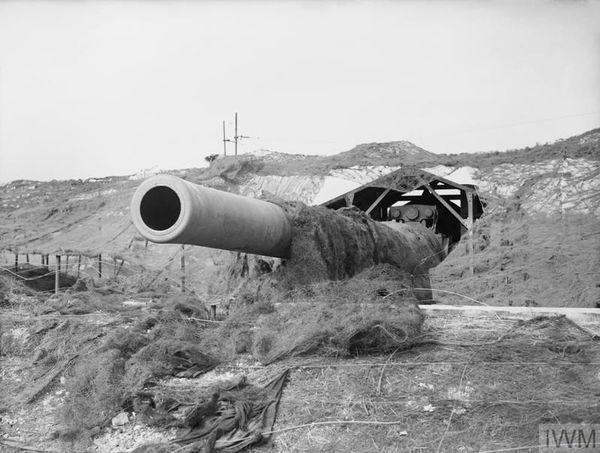"""Le canon """"Winnie"""" (14 pouces) installé par les Britanniques à Saint Margaret's, près de Douvres, en août 1940."""