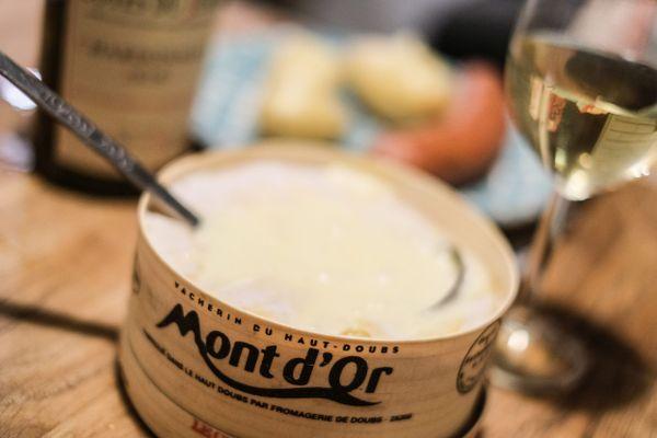 Le fromage Mont d'Or est produit uniquement dans le Haut-Doubs par 10 fromageries. C'est un fromage saisonnier.