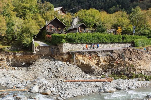 Lionel Lecourtier habite  et travaille dans ces deux chalets au dessus du Boréon.
