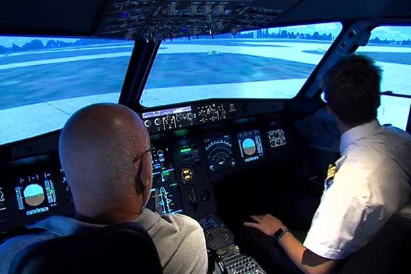 La société AviaSim propose aux néophytes comme au professionnels de piloter un Airbus A 320