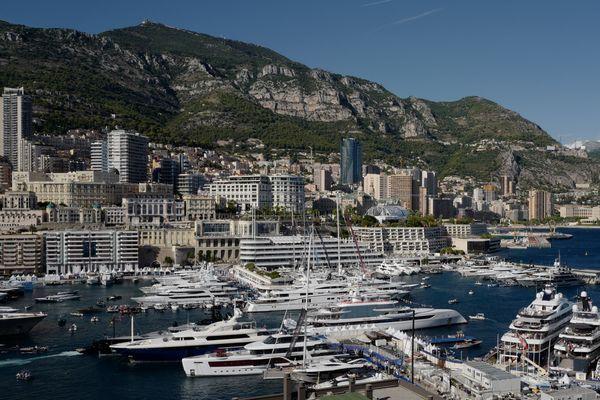 Monaco prolonge son confinement jusqu'au 3 mai inclus.