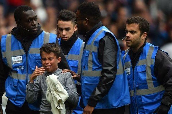 Ce jeune supporter vient de rencontrer son idole Neymar après la rencontre Rennes-PSG, le 23 septembre 2018.