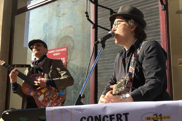 Muz'Art 21 a organisé un petit concert de rue à Metz pour récolter des dons pour Action Froid
