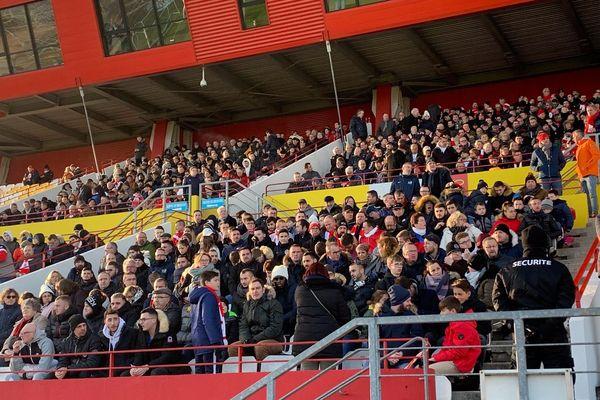 Le stade Robert Diochon, à Petit-Quevilly, est rempli, 10 600 spectateurs ont pris leurs places pour assister à ce match de 16ème de finale de coupe de France.