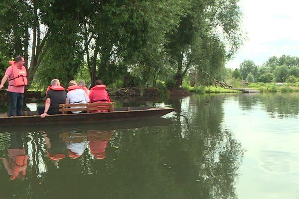 Visites des Hortillonnages en barque lors du festival international de jardins à Amiens