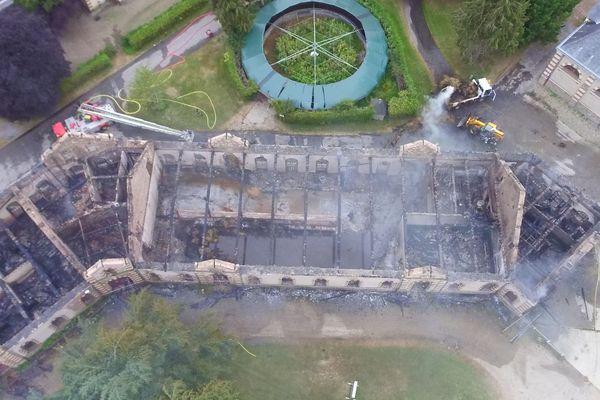 L'incendie a détruit 2000 m2 occupés