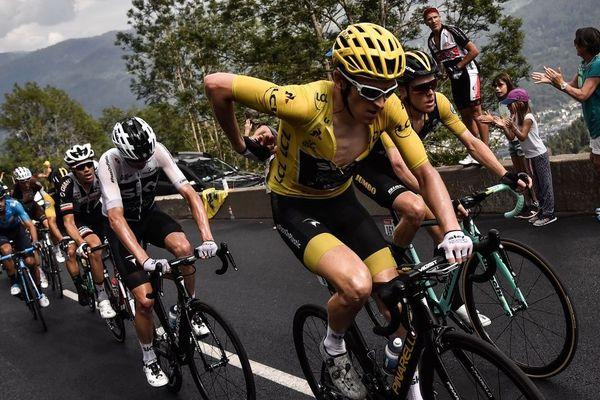 Le britannique Geraint Thomas et son maillot jaune, lors de la 17e étape entre Bagnères-de-Luchon et Saint-Lary-Soulan.