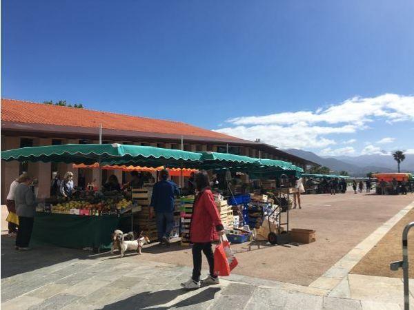 Le marché, un dimanche de confinement.