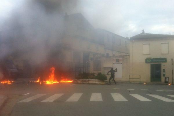 03/12/14 - Affrontements à Corte entre jeunes nationalistes corses et forces de l'ordre