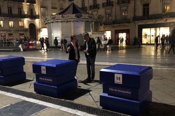 Jeudi 25 octobre au soir, de nouveaux blocs en béton ont été installés autour de la place de la Comédie à Montpellier.