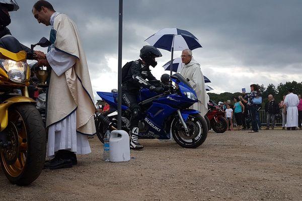 Le temps de la bénédiction à la Madone des motards à Porcaro