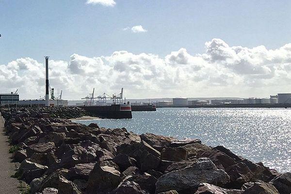 Archives. L'entrée du port du Havre