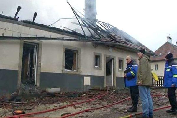 L'incendie s'est déclaré dans la nuit du 24 au 25 décembre 2014. Un couple a péri.