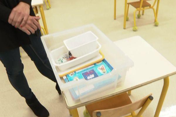 Pas d'échange de cahier ni de jeux, chaque élève de l'école maternelle Pompidou des Ormes (Vienne) aura une boite marquée à son nom.