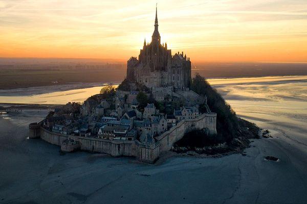 Le Mont-Saint-Michel au dernier soleil du jour...