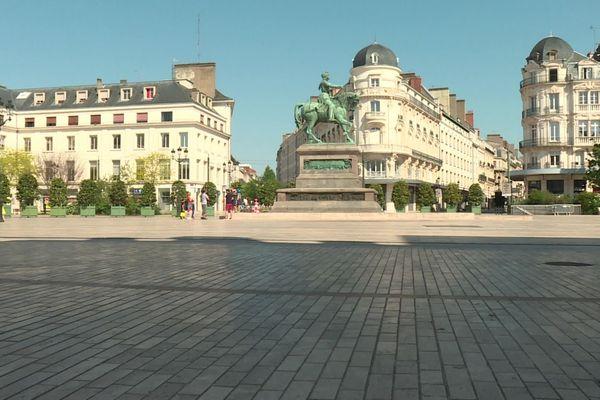 La place du Martroi à Orléans (Loiret) pendant le confinement
