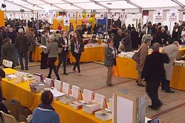 Sous le chapiteau du Festival Journalisme et Littérature 2013 à Metz (57).