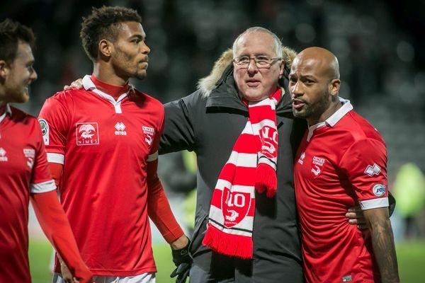 Christian Perdrier avec Steeve Mounié et Maoulida du Nîmes-Olympique