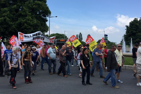 Les opposants à la loi Travail restent mobilisés. 300 personnes ont défilé ce jeudi à Bourges.