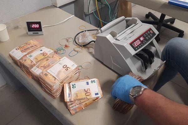 Au total trois millions d'euros ont été saisis au cours du coup de filet.