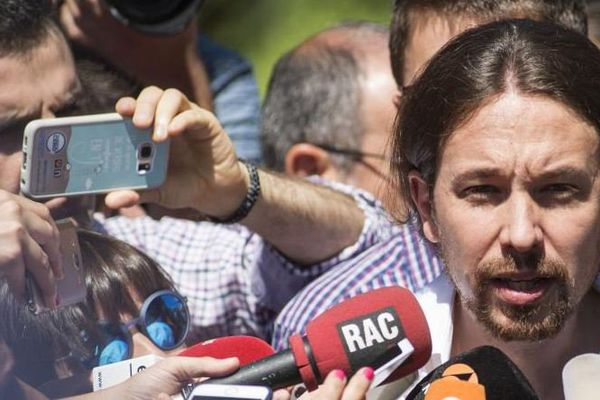 Le secrétaire général du parti anti-austérité Podemos, Pablo Iglesias, donne une conférence de presse à Madrid, en Espagne, dimanche 26 juin 2016.