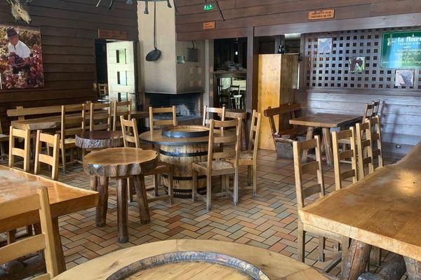 La taverne est réputée pour sa convivialité. Son directeur réfléchit déjà à l'après, aux modifications à apporter pour faire revenir le public dans de bonnes conditions