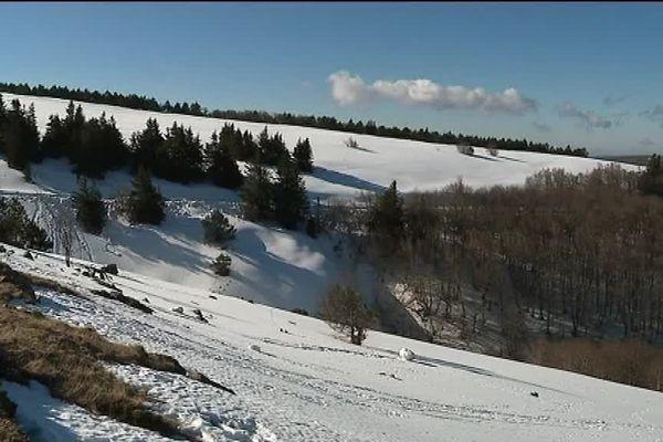 Bord de route enneigé entre Prat Peyrot et le Mont Aigoual - 19/02/2017
