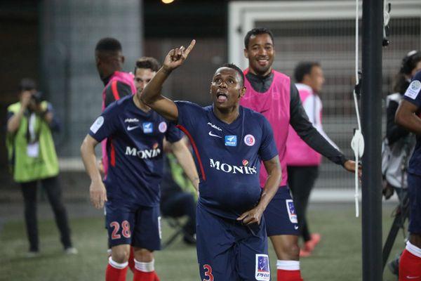 Le Castelroussin Christophe Mandanne célébrant son but face à Niort, lors de la 33e journée de Ligue 2, le 19 avri 2019.