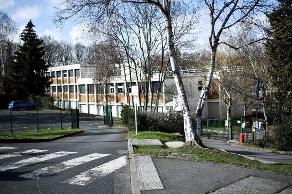 Le lycée Pont de Bois à Saint-Chéron dans l'Essonne près duquel une jeune fille âgée de 14 a été poignardée.