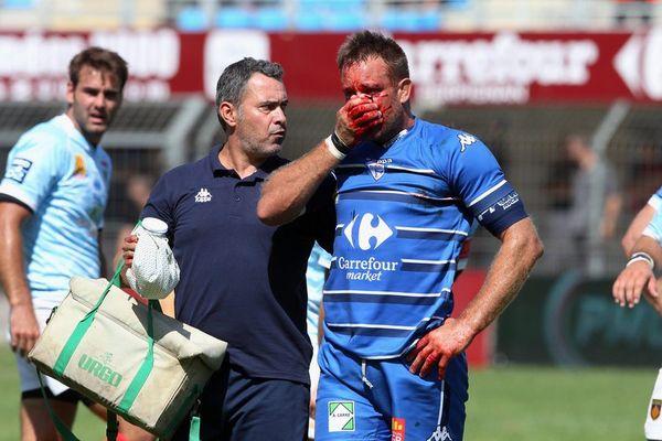 24 août 2014 : en Pro D2 Fabien Berneau blessé au visage lors de la rencontre entre Perpignan et Colomiers