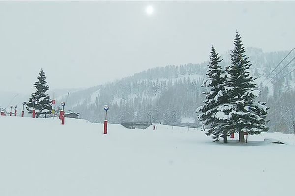 Le manteau blanc a recouvert Isola 2000.