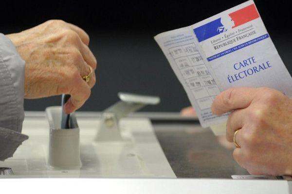 Une électrice en train de voter (Archives)