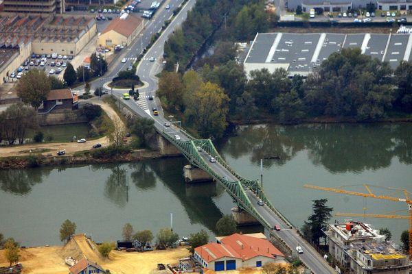 C'est près de ce pont que le corps a été retrouvé