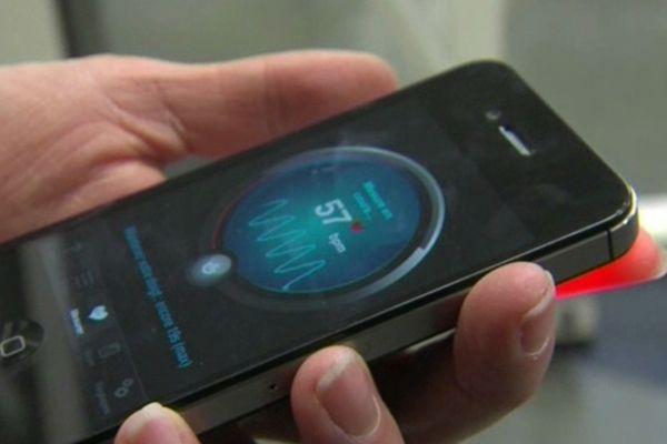 Un doigt sur le capteur de votre téléphone, et les battements du coeur s'affichent sur l'écran.
