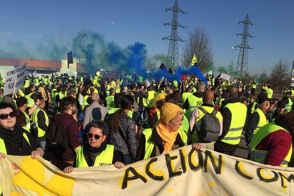 """Plus de 500 """"gilets jaunes"""" ont manifesté ce samedi 16 février à Chalon-sur-Saône."""