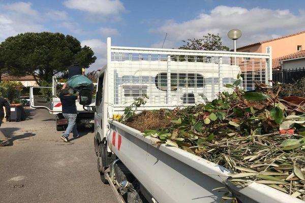 Le ramassage des déchets verts organisé par la mairie de Saint-Jean-de-Védas (Hérault) pendant le confinement est gratuit et remporte un grand succès