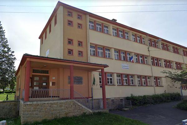 Du côté de Charleville-Mézières, comme ici l'école primaire Pierre Brossolette, ce sera silence radio au moins jusqu'en juin.