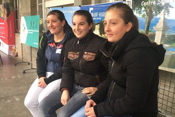 Les filles du camp de gens du voyage de Montmagny partent chaque année en montagne.