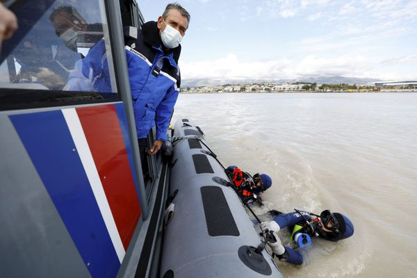 Les équipes de la Gendarmerie Nationale lors des recherches à l'embouchure du Var le 14 octobre dernier.