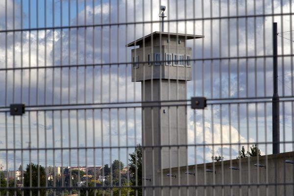 Le prévenu a passé une centaine d'appel depuis sa cellule de la prison de Béziers où il était incarcéré.