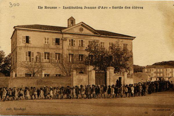 Île-Rousse (Haute-Corse) : grâce à la Mission Patrimoine (2020) l'ancien couvent des Filles de Marie va être restaurée pour abriter l'Office du Tourisme.