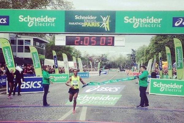 L'Ethiopien Kenenisa Bekele a remporté ce dimanche 6 avril le 38e marathon de Paris en 2h05'02.