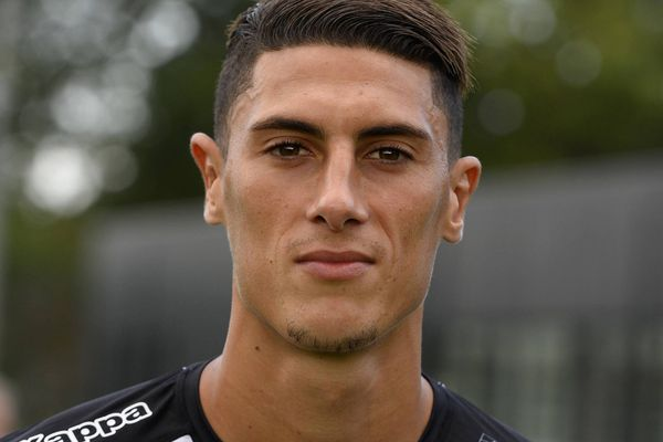 Le joueur de 28 ans occupe les postes de milieu de terrain ou défenseur central.