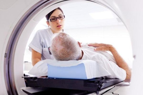 150 000 personnes meurent chaque année d'un cancer : c'est la première cause de mortalité en France.
