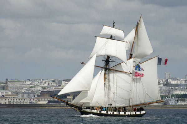 La Recouvrance, goélette ambassadrice de la ville de Brest, vous accueille tout l'été pour des sorties en rade à la journée ou la demi-journée.