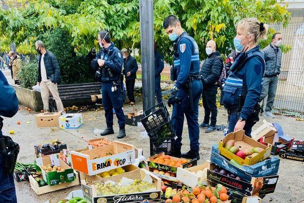 La marchandise d'un camion de fruits et légumes installé sans autorisation a été confisquée
