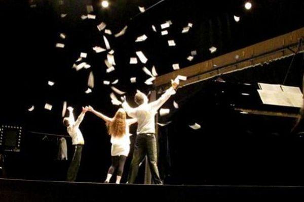 Argent, dette et Music-Hall ! à voir au théâtre du Lucernaire jusqu'au 3 mai