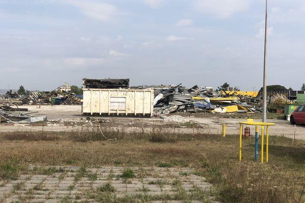Amas de tôles sur le site de l'ancienne usine Ford de Blanquefort