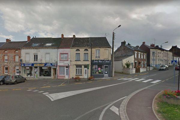 La victime habitait un appartement de la place Saint-Pierre, au cœur du village.