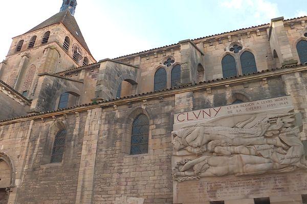L'abbaye de Cluny a été fondée en 910 et son rayonnement fera de Cluny à la fin du XIème siècle l'une des plus importantes capitales chrétiennes